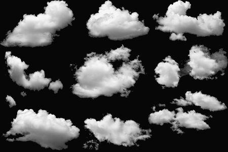 Set van wolken wit pluizig op geïsoleerde elementen zwart
