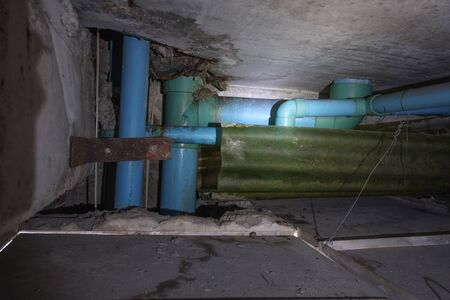 Sewer in the  pipes of condominium ,No standard,No good  design ,Causing water leakage