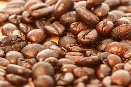 Dark roasted coffee beans background ,close up 免版税图像