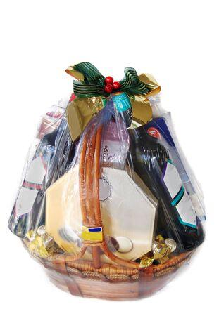 giftbasket: een mooi versierde geschenk belemmeren van wijn en chocolade Stockfoto