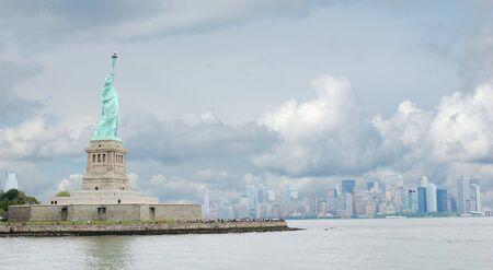 statue of liberty and manhattan skyline Stock Photo - 7103781