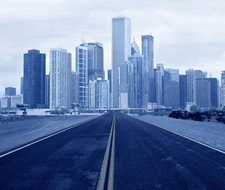 weg die leidt naar een stad