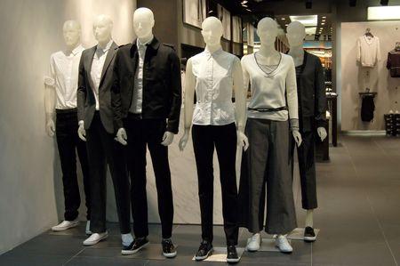 departamentos: maniqu�es en una tienda