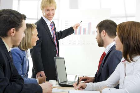 Imagen de las empresas personas escuchando a su jefe en el seminario Foto de archivo - 4171884