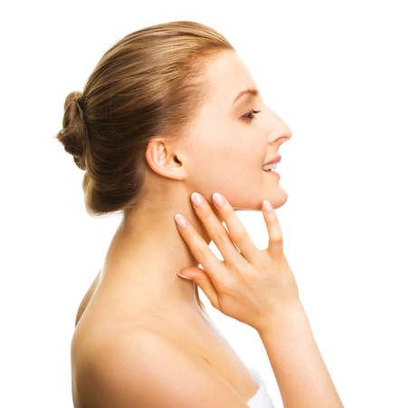 rejuvenating: Giovane ragazza adulta applicare crema idratante. Concetto di assistenza sanitaria.   Archivio Fotografico