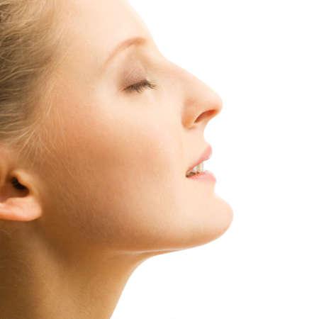 perfil de mujer rostro: Imagen de mujer hermosa en el fondo blanco de cerca Foto de archivo