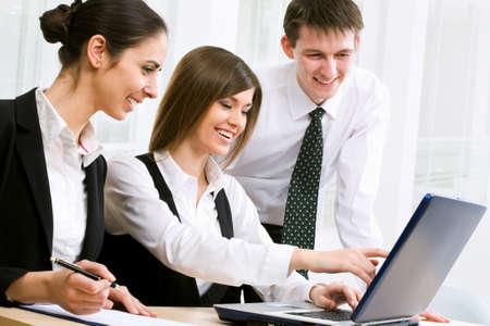trabajo en oficina: Gente de negocios trabaja en la Oficina Foto de archivo