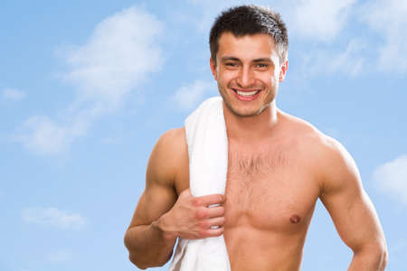 attractive man: Portrait of muscular man against the blue sky