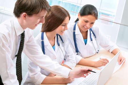 doctor computer: Team of doctors working together