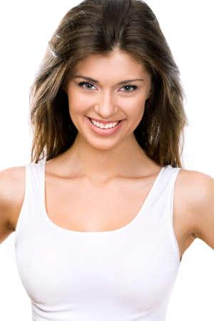 Belle jeune femme face. Isolé sur fond blanc
