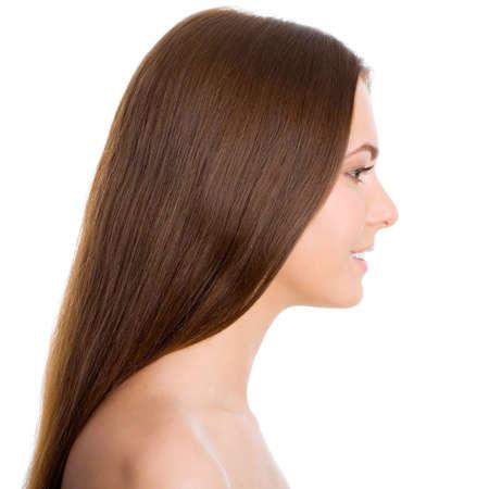 perfil de mujer rostro: Perfil hermosa mujer con el pelo largo de color marr�n, aisladas sobre fondo blanco