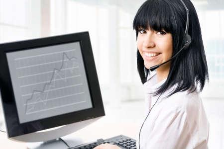 recepcionista: Mujer de negocios, servicio de cliente - sonriente en una oficina Foto de archivo