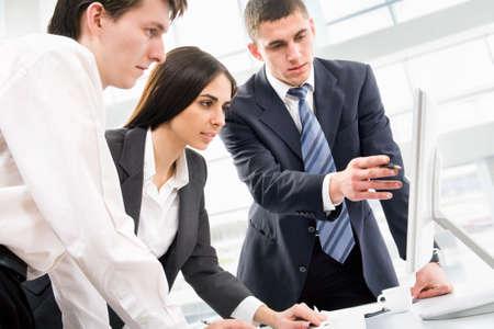 legal document: Imagen de tres personas de negocios que trabajan en la reuni�n Foto de archivo