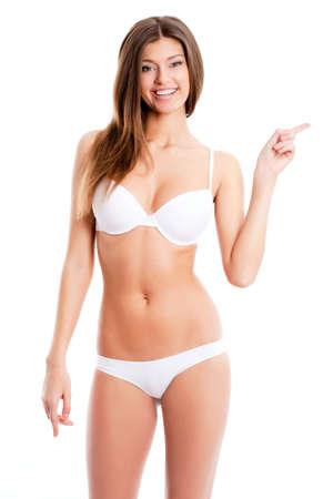 ropa interior: Hermosa mujer en bikini muestra en el fondo blanco Foto de archivo