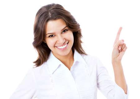 ragazza che indica: Ritratto di donna d'affari giovane che punta a sfondo bianco