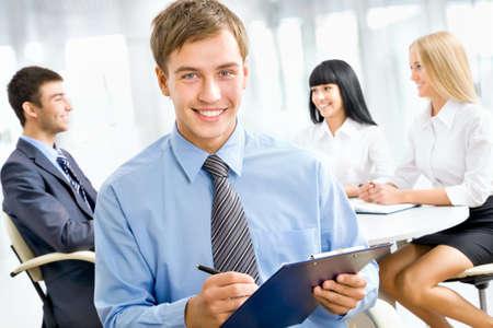 together concept: Hombre de negocios feliz con sus colegas en una conferencia en el fondo Foto de archivo