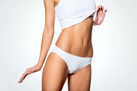 Women Cellulite: Cuerpo delgado hermoso de la mujer en ropa interior