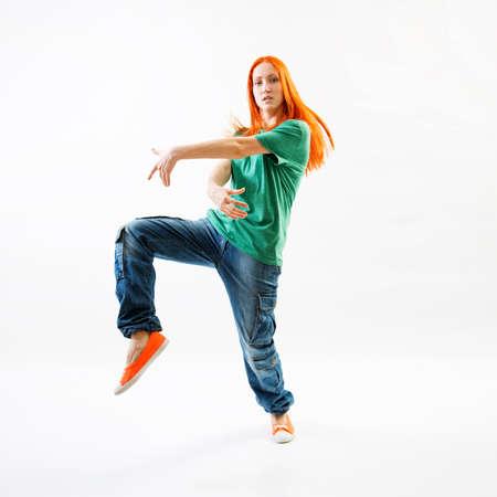 danza moderna: Bailarín moderno del estilo femenino sobre fondo blanco