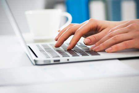 Closeup of businesswoman typing on laptop computer Zdjęcie Seryjne