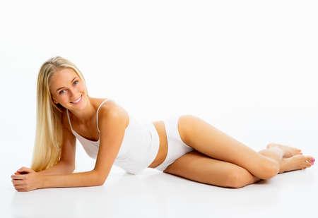 mujer rubia desnuda: Mujer delgada hermosa en ropa interior