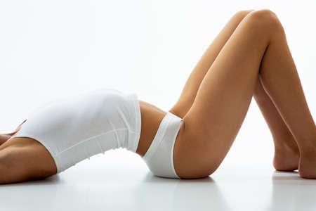 cuerpo femenino: Hermoso cuerpo delgado de una mujer en ropa interior