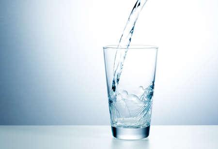 purified water: Vaso de agua dulce