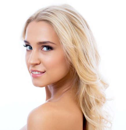 ojos cerrados: Close up of face of beautiful young woman