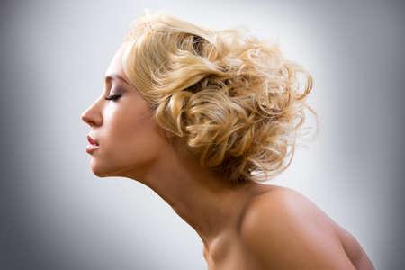 Schließen Sie oben vom Gesicht der schönen jungen Frau Standard-Bild - 48232190