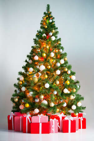 cajas navide�as: Christmas tree with gift boxes