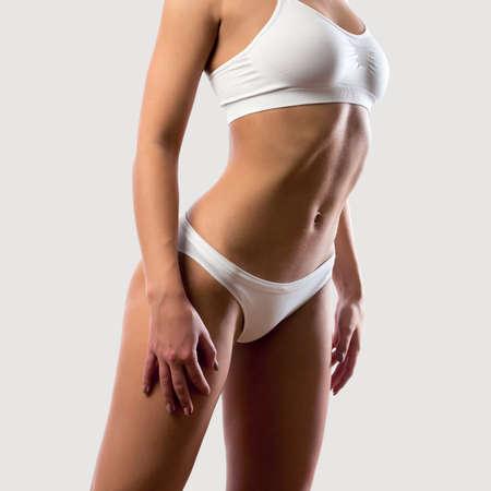 femmes nues sexy: Belle corps mince de la femme dans la lingerie