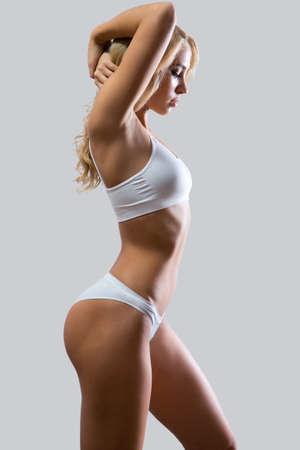 mujeres desnudas: Fitness mujer con un cuerpo hermoso