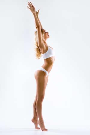 Fitnessfrau mit schönem Körper