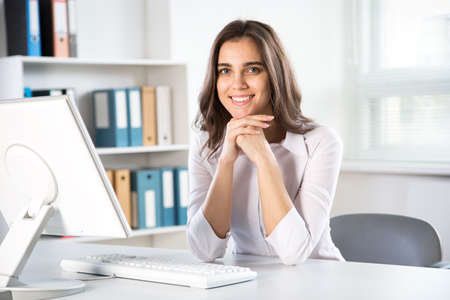 Young beautiful businesswoman with computer in an office Zdjęcie Seryjne