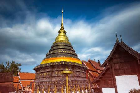 Wat Prathat Lampang Luang,Buddhist Temple in Lampang,Thailand Imagens