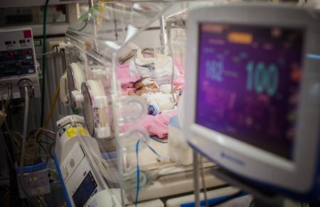 Monitor kinderen in de incubators