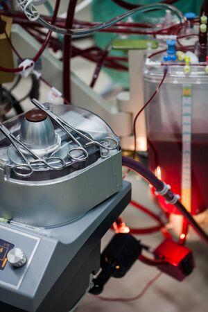 El reservorio de cardiotomía del oxigenador es una parte de la máquina cardiopulmonar.