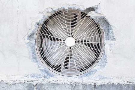 muro rotto: Rotto Parete Con Air Compressor