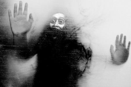 Let Me Out, en noir et blanc Horreur fond pour Halloween ou Esprit Concept Banque d'images