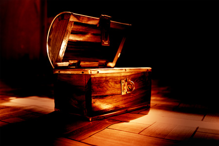 Haunted treasure,Vintage open wooden chest,Color dramatic look Archivio Fotografico