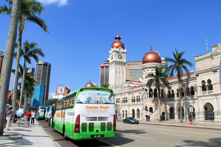 the tourist bus in front of Sultan Abdul Samad Building