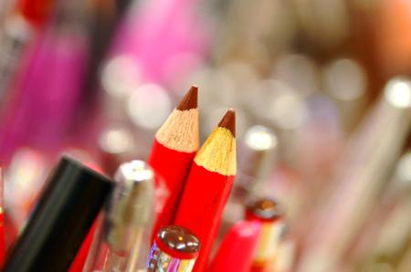 eye liner: pencil eye liner