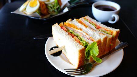 Sandwich  and coffee  on breakfast table Zdjęcie Seryjne