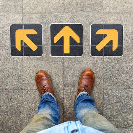 flechas direccion: Confusión, dirección, flecha Foto de archivo