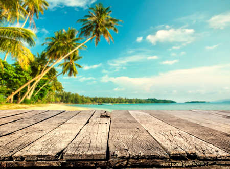 Wood table with blurred sea and coconut tree background Zdjęcie Seryjne