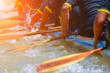 bateau de course: aviron course d'équipe et la couleur effet de tonalité Banque d'images