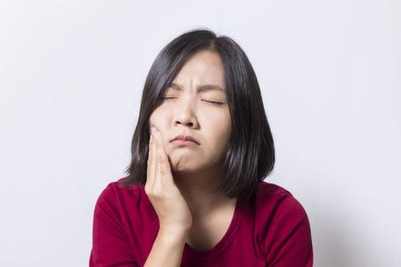 歯痛。女性の分離面白背景 写真素材