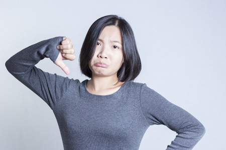 negative thinking: Femme pens�e: la pens�e n�gative
