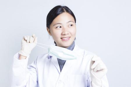 vistiendose: Mujer Sciencetist: Vestirse para la Acción Foto de archivo