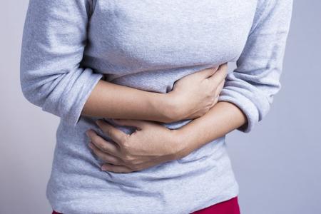 dolor abdominal: Mujer Dolor de estómago