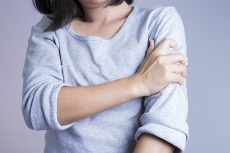 itchy: Woman Arm Ache